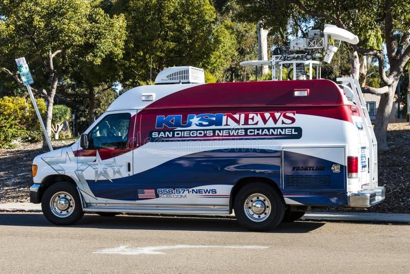 Utvändig skåpbil för nyheternastationsTV-sändning arkivbilder