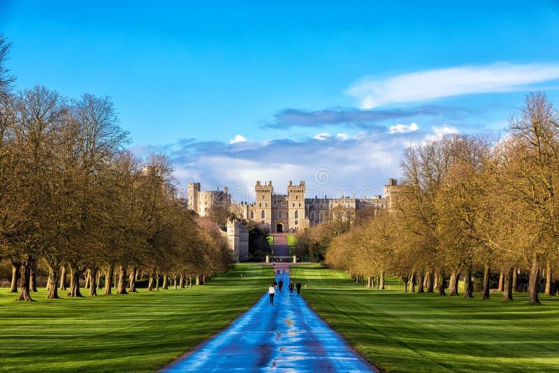Utvändigt landskap av medeltida Windsor Castle arkivfoton