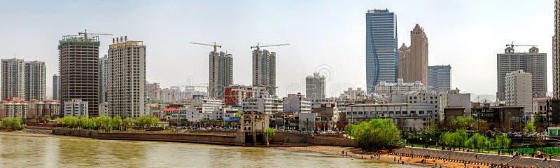 Utveckling på den södra sidan av den Lanzhou staden, Kina royaltyfri bild