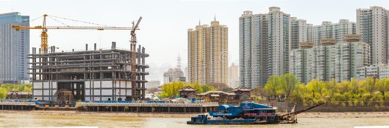 Utveckling på den södra sidan av den Lanzhou staden, Kina royaltyfri fotografi