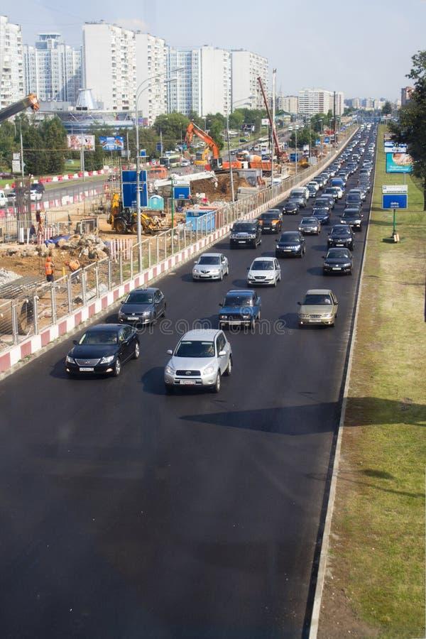 Utvidgning av en väg, Moscow, Krilatskoe royaltyfria foton