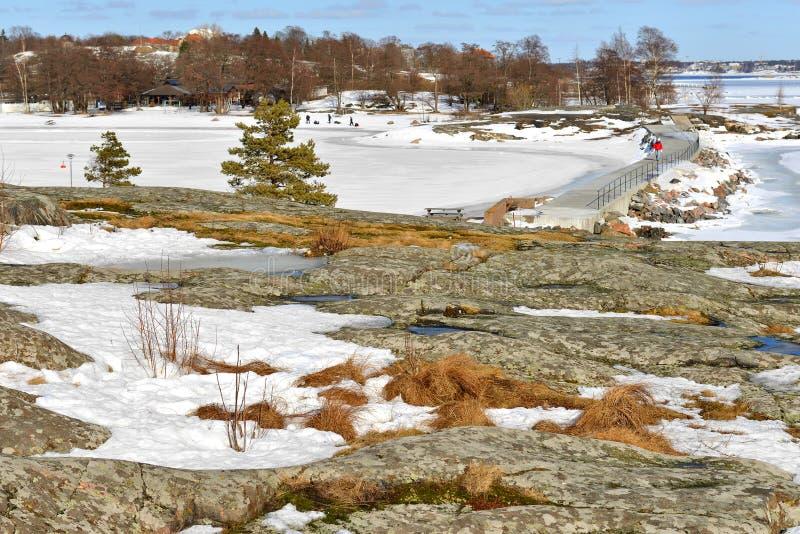 Uunisaari i Liuskasaari wyspy w wczesnej wiośnie Helsinki archipelag, Finlandia zdjęcia stock