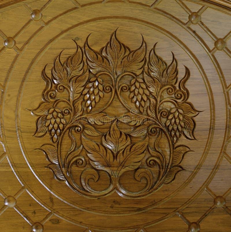 Uva del grabado de madera de la teca fotografía de archivo libre de regalías