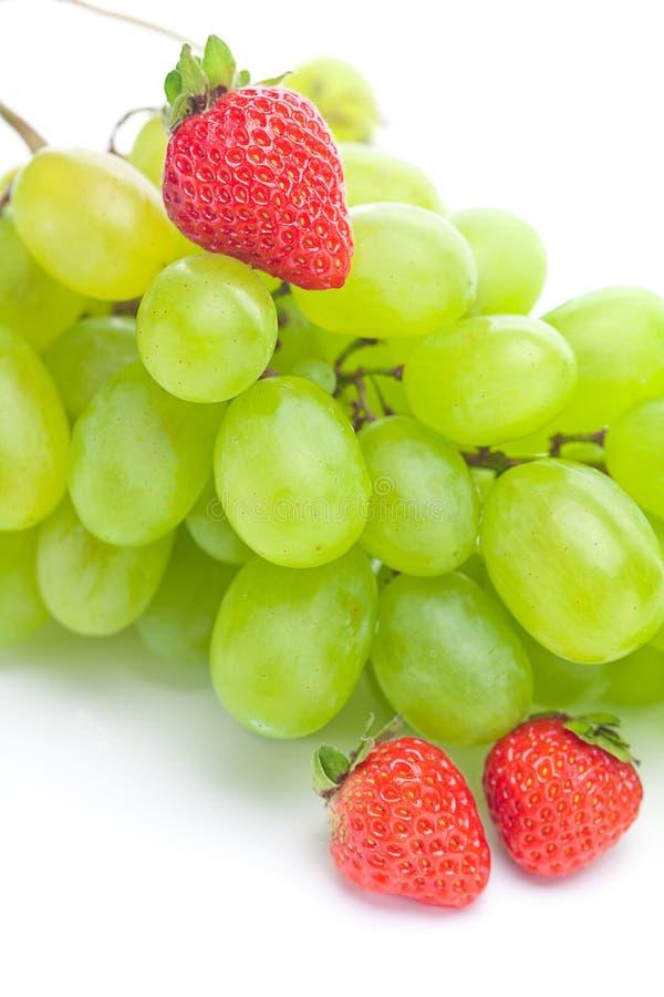 Uva e fragole immagine stock