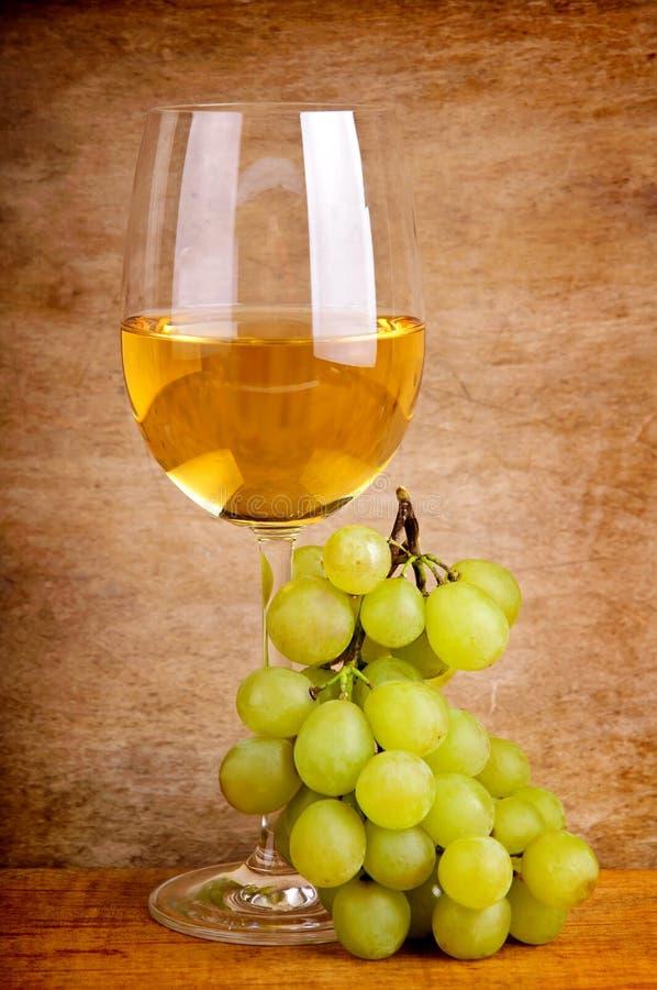 Uva e vino bianco fotografia stock