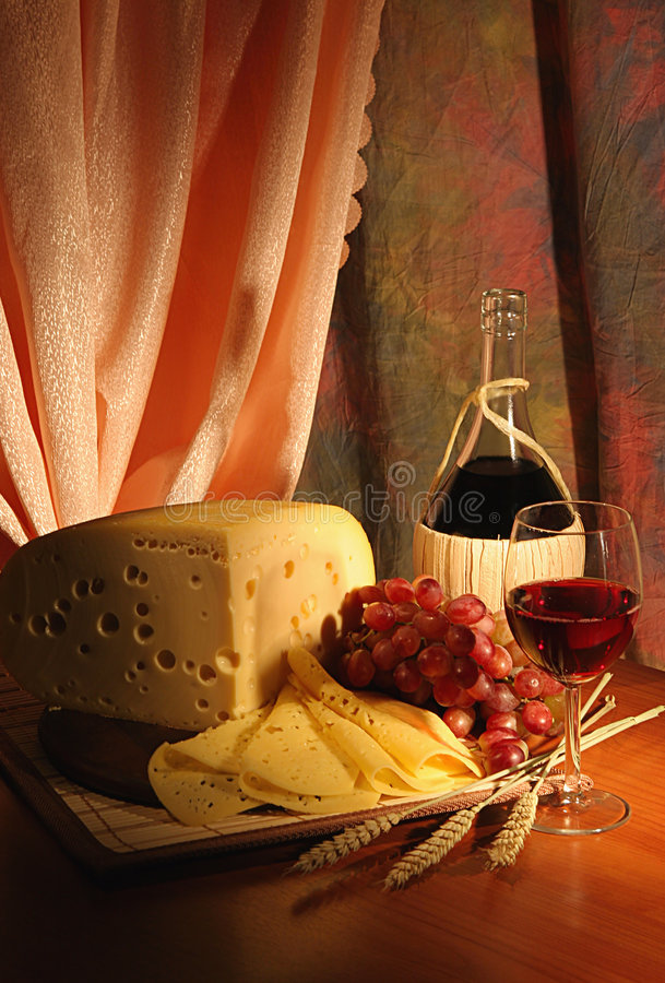 Uva, queso y vino. foto de archivo