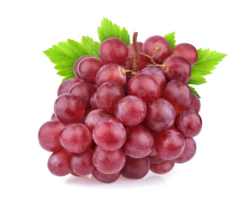 Uva rossa con le foglie isolate su fondo bianco Colpo dello studio fotografia stock