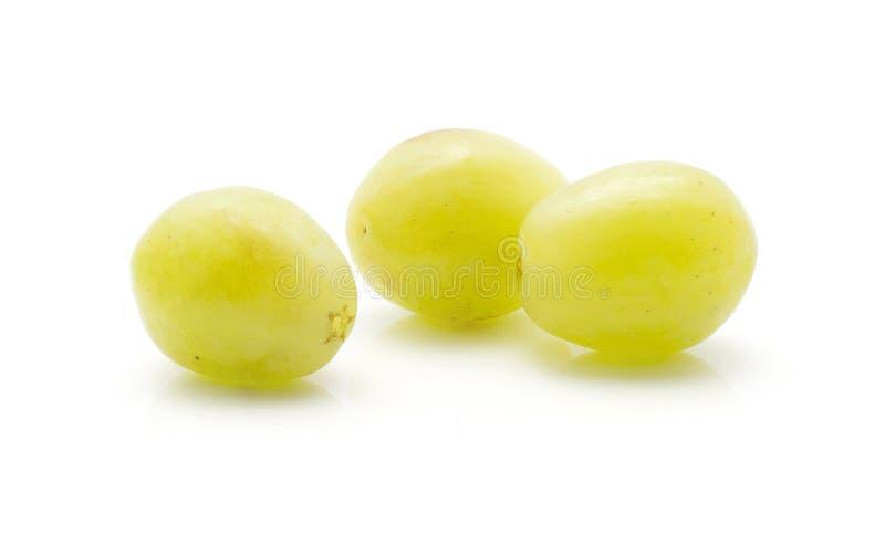 Uva verde isolada no branco fotos de stock royalty free