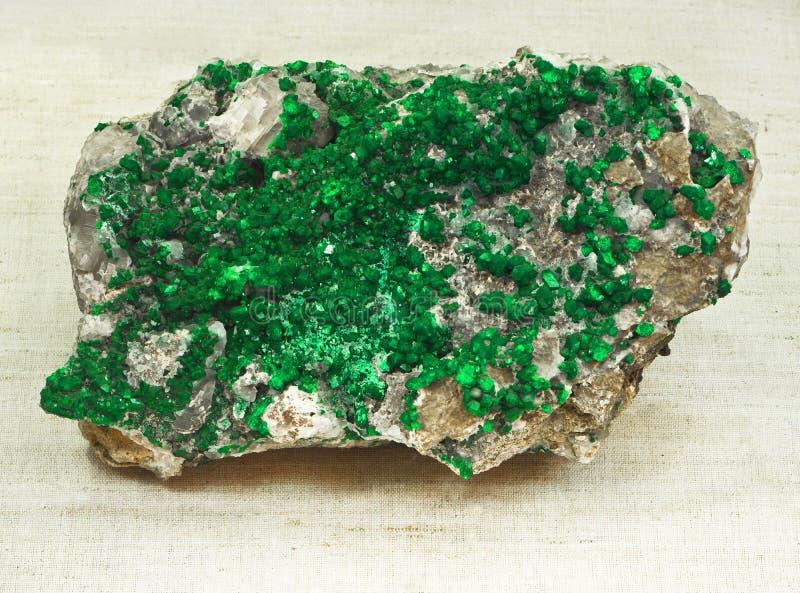 Uvarovite (groene Granaat) royalty-vrije stock foto's