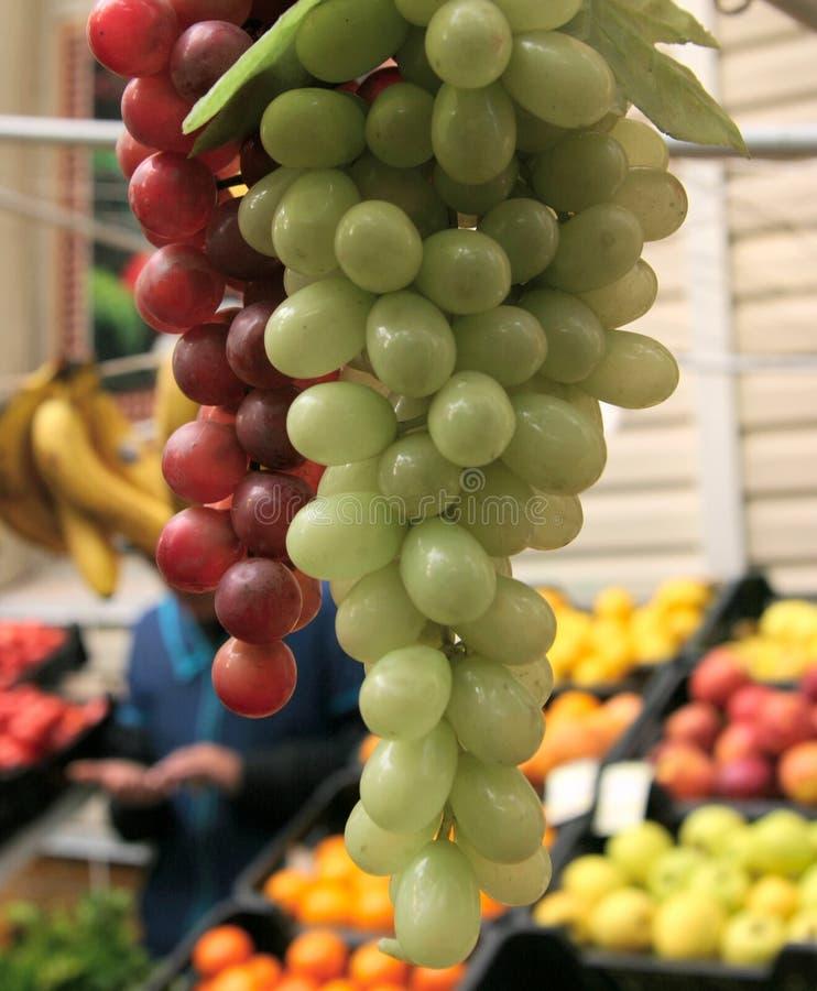 Download Uvas foto de archivo. Imagen de compras, verde, fruta - 1298426
