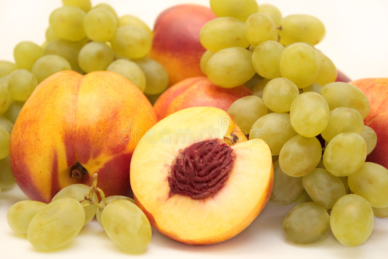 Uvas e nectarina imagens de stock royalty free