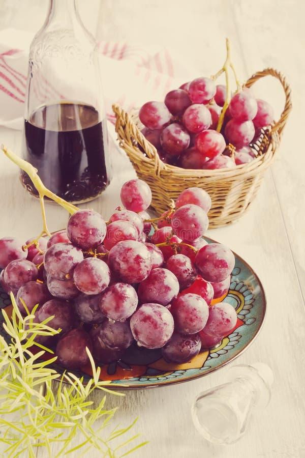 Uvas e vinho frescos da uva fotos de stock royalty free
