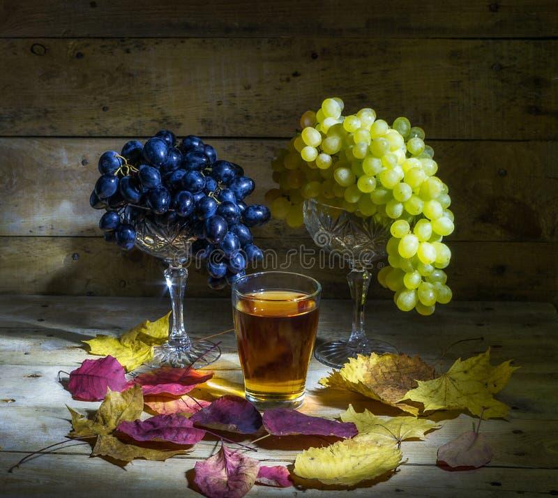 Uvas y jugo de uva fotografía de archivo