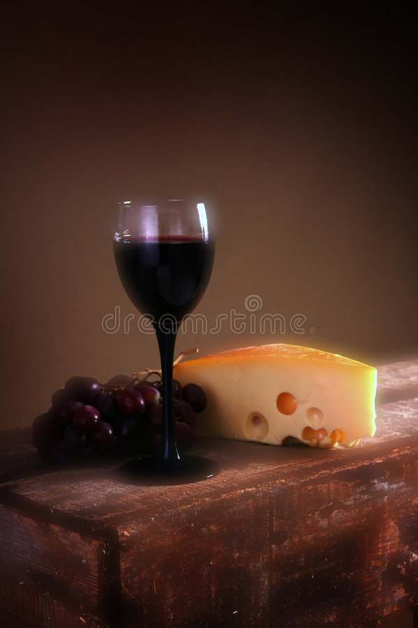 Uvas y queso de vino foto de archivo
