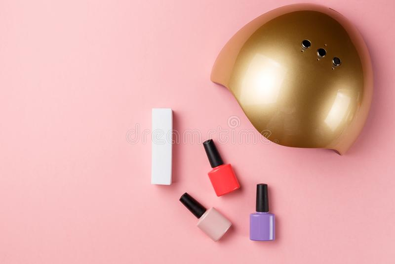 UVlamplichten voor spijkers en reeks kosmetische hulpmiddelen royalty-vrije stock foto