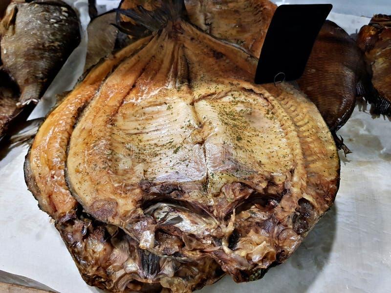 Uwędzona ryba na kontuarze zdjęcia royalty free