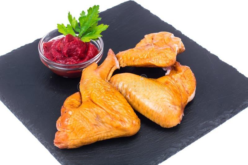 Uwędzeni kurczaków skrzydła z pikantność, zakąski fotografia royalty free