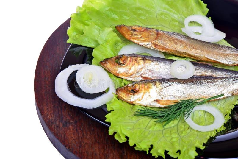 Uwędzona ryba, sałatka i cebula, fotografia royalty free