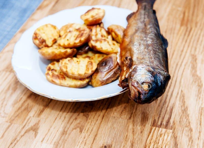 Uwędzone rybie i podparte grule zdjęcia royalty free