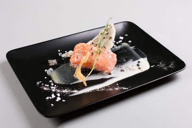Uwędzony łosoś i kumberland gotujący cząsteczkowym gastronomy technic zdjęcia royalty free