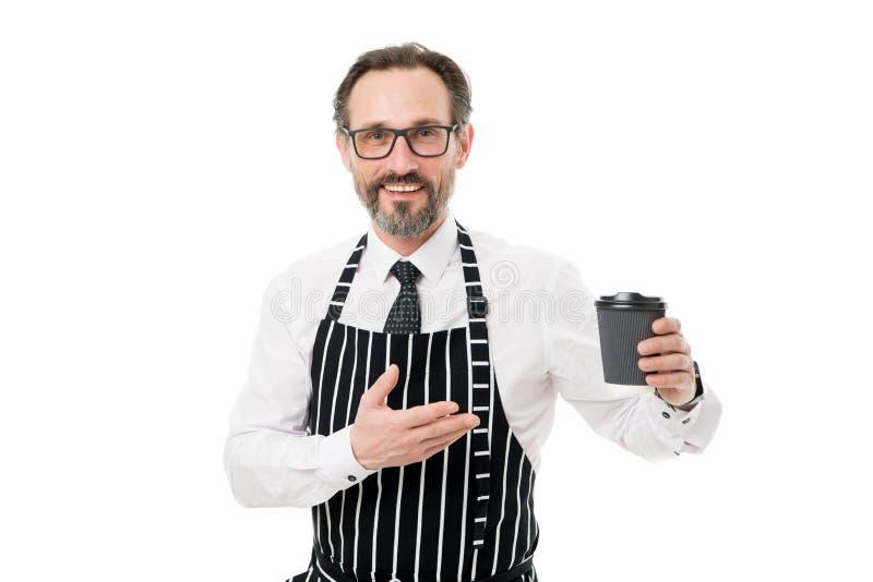 Uw koffie om te gaan Barista in schort gediende koffie Het concept van de koffiewinkel De rijpe drank van de kerelgreep Probeer h royalty-vrije stock foto's