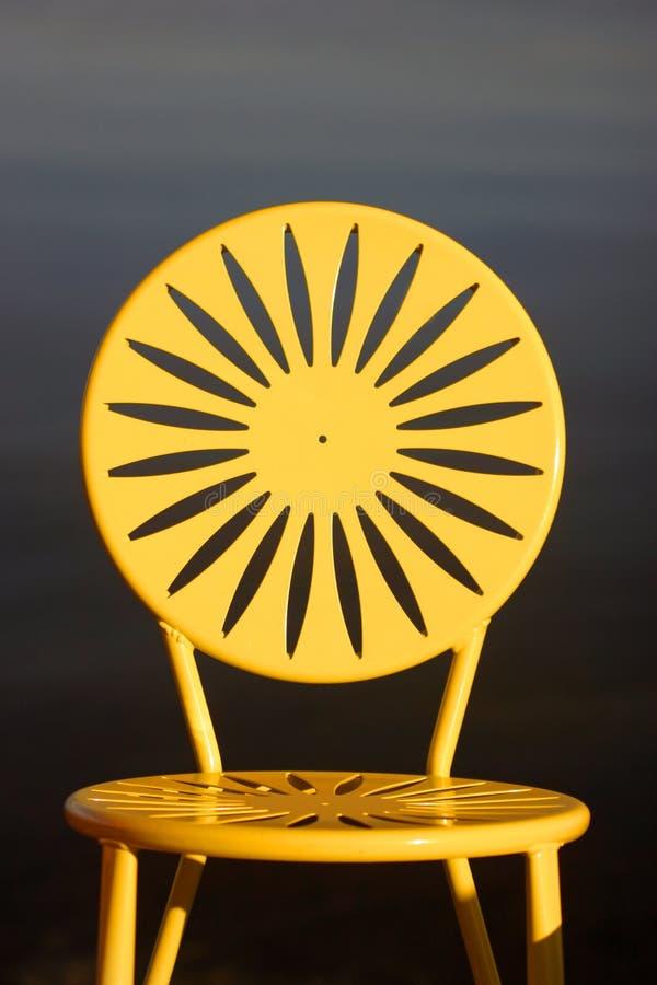 Uw sitzt Gelb vor stockfoto