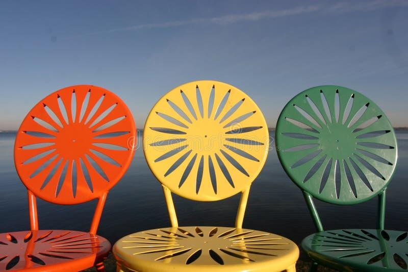 Uw Stühle ausgerichtet stockfotografie
