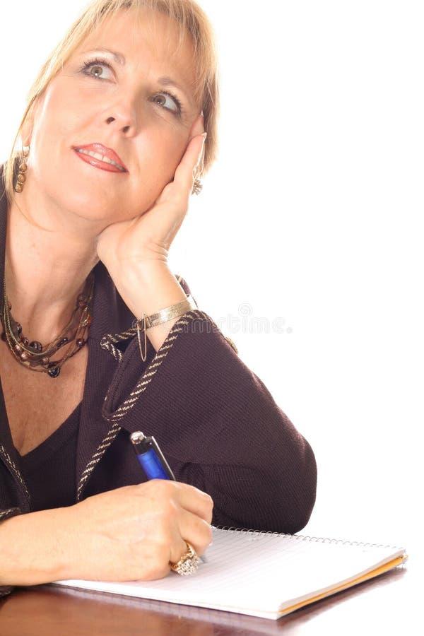 uwaga uśmiech na myślącej kobiety fotografia stock
