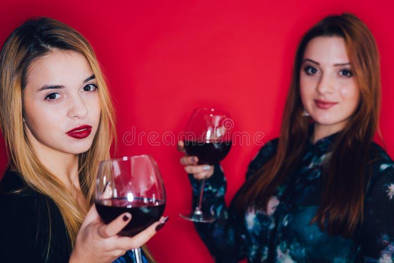 Uwodzicielskie młode kobiety fotografia stock