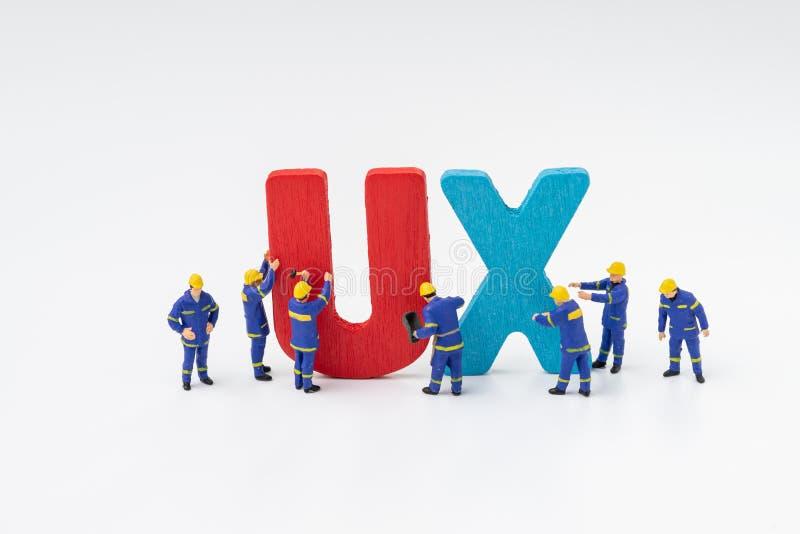 UX-Benutzer-Erfahrungsentwicklungs- und -konzept des Entwurfes, Miniatur-peo stockfotografie