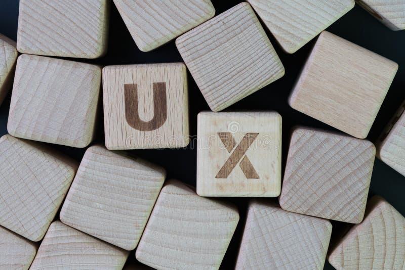 UX, concepto de diseño de la experiencia del usuario, cubica la cosechadora de madera wo del bloque fotografía de archivo