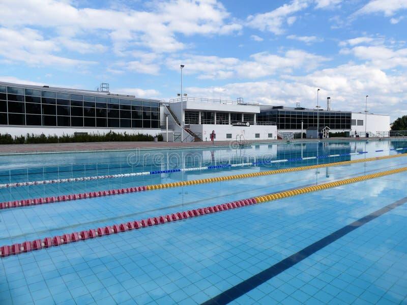 Uxbridge Lido, maneira de Gatting, Middlesex Uma construção Ii-listada da categoria e uma piscina ao ar livre abriram em 1935 imagens de stock royalty free