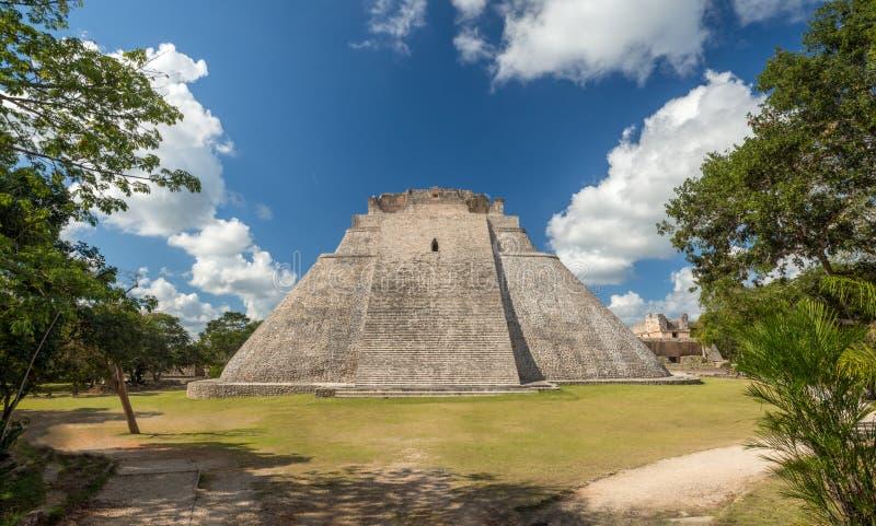 Uxmal, Merida, México, América [a grande pirâmide do mágico no local arqueológico de Uxmal, destino do turista, maia asteca india foto de stock royalty free