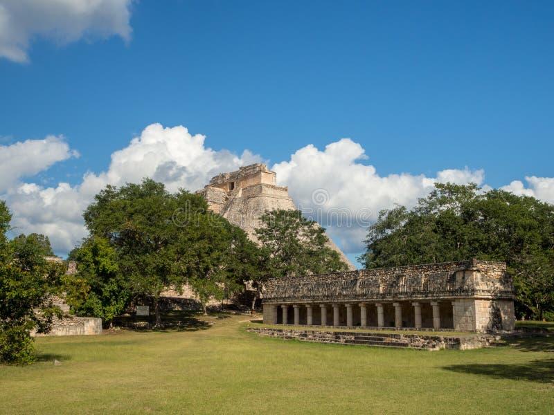 Uxmal, Merida, México, América [ruínas arqueológicos da pirâmide do local de Uxmal, destino do turista, Zapotec maia asteca india imagens de stock