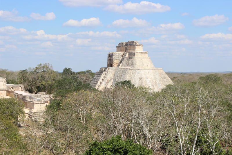Uxmal-` s Mayapyramide stockfoto