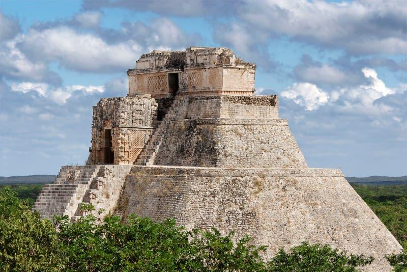 uxmal trollkarlpyramid s royaltyfri bild