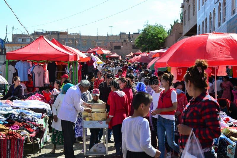 Uyghur söndag marknad i Kashgar, Xinjiang, Kina, Uyghur autonom region royaltyfria bilder