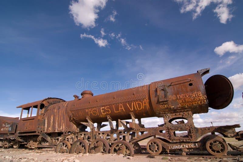 uyuni de train de cimetière de la Bolivie photos libres de droits