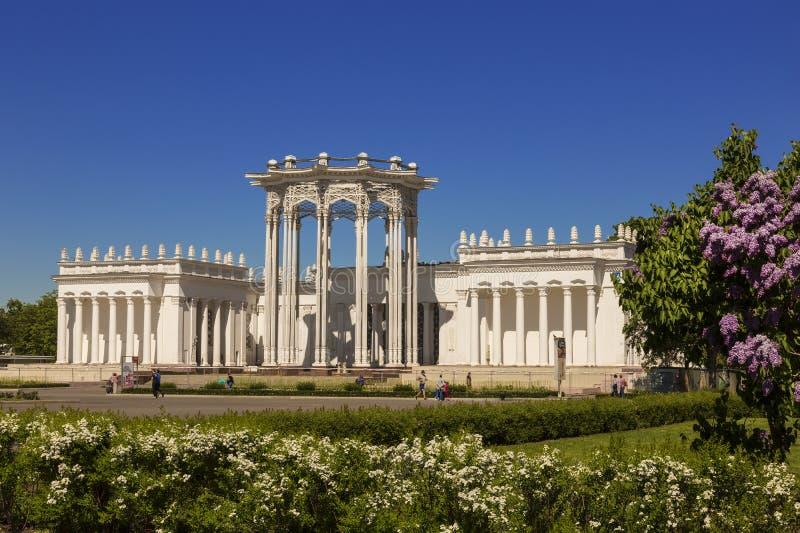 Uzbek anterior SSR 'de la 'cultura soviética 'del pabellón 'en el territorio del centro de exposición totalmente ruso VDNH Mosc?, fotos de archivo