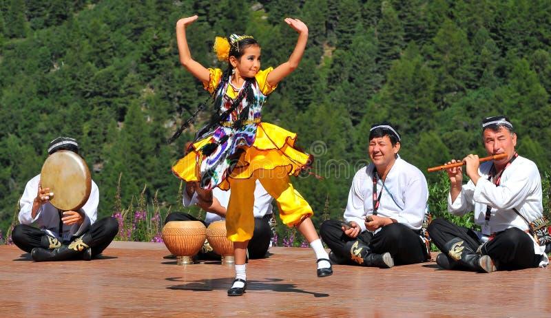 Uzbekistan-Tanz-Gruppe stockbilder