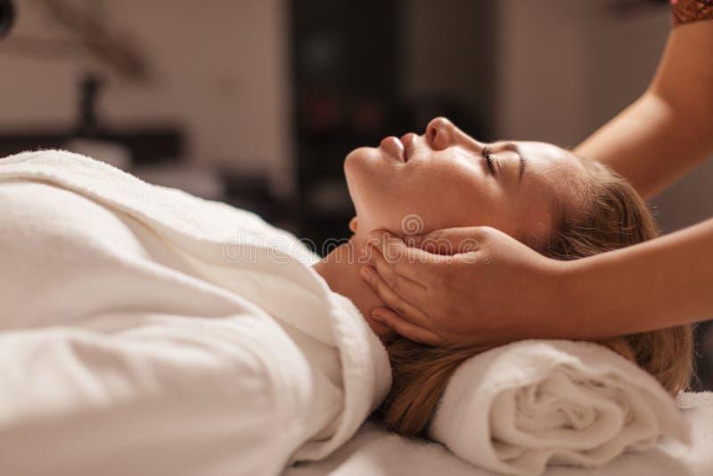 Uzdrawiać i kosmetyczny ulepszenie b?lowa ulga zdjęcia stock