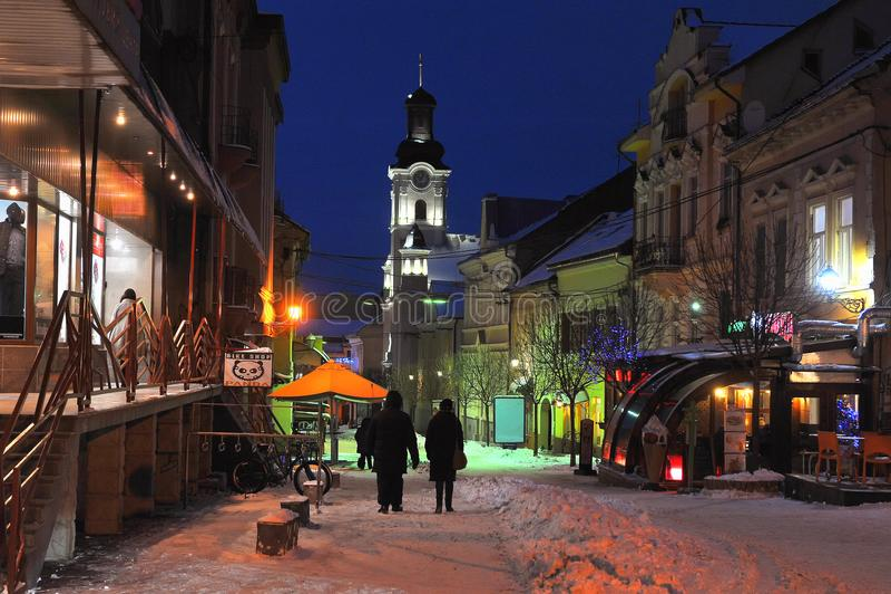 Uzhgorod πόλη Uzhgorod Ουκρανία νύχτας χειμερινού χιονιού της Ουκρανίας στις 7 Ιανουαρίου 2017 στο κέντρο της πόλης στοκ εικόνες