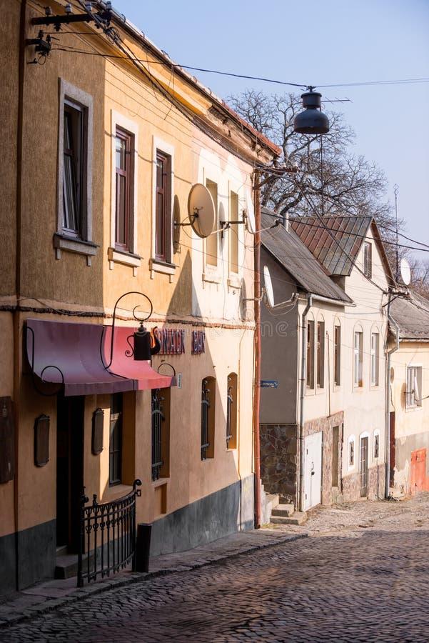 UZHHOROD, UKRAINE - 17. FEBRUAR 2019: Straßen und Architektur der alten Stadt von Uzhgorod stockfoto