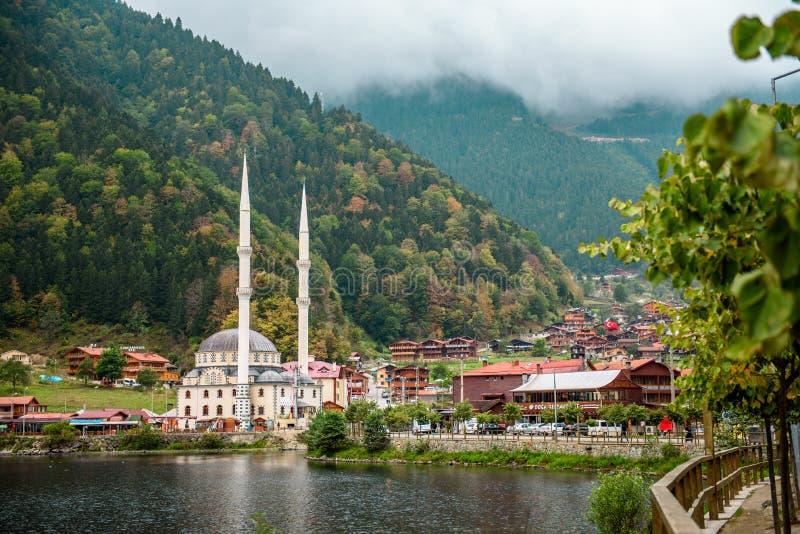 Uzungol湖视图–土耳其-特拉布松-长的湖-山和湖的看法在特拉布松 图库摄影