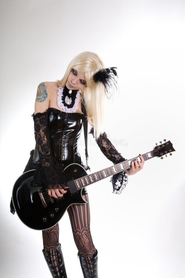 uzupełniająca dziewczyny artystyczna gitara zdjęcie stock