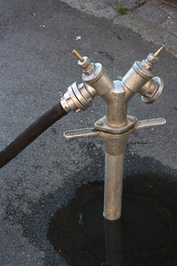 Válvula al aire libre del abastecimiento de agua imágenes de archivo libres de regalías