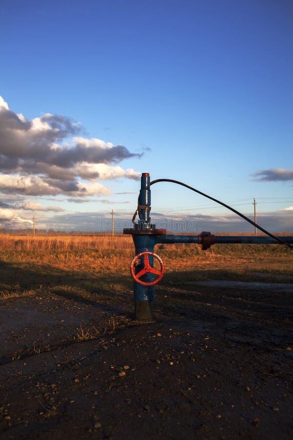 Válvula cortada para a bomba de óleo desligado Rússia, Bashneft, Rosneft imagem de stock royalty free