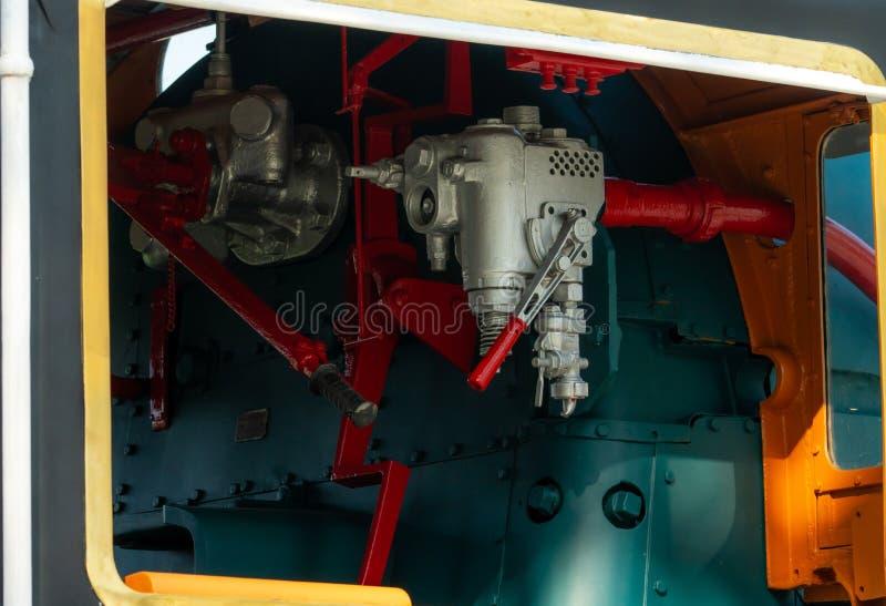 Válvula de controle do close up da locomotiva de vapor As válvulas direcionais permitem que o vapor corra através do sistema de m imagem de stock royalty free