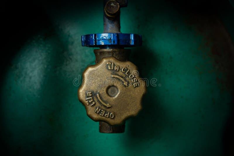 Válvula de funcionamiento del cilindro del LPG fotografía de archivo libre de regalías