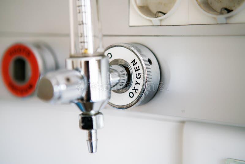 Los Tanques De Suministro De Oxígeno En Hospital Foto de archivo - Imagen  de industria, recreacional: 67570402